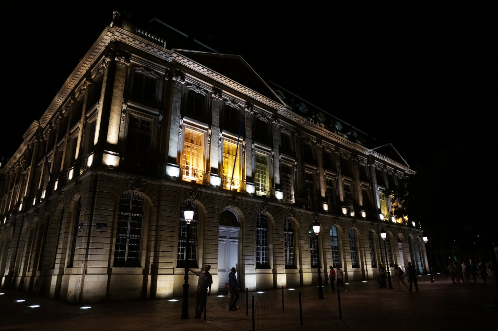 Bordeaux sites lit up at night