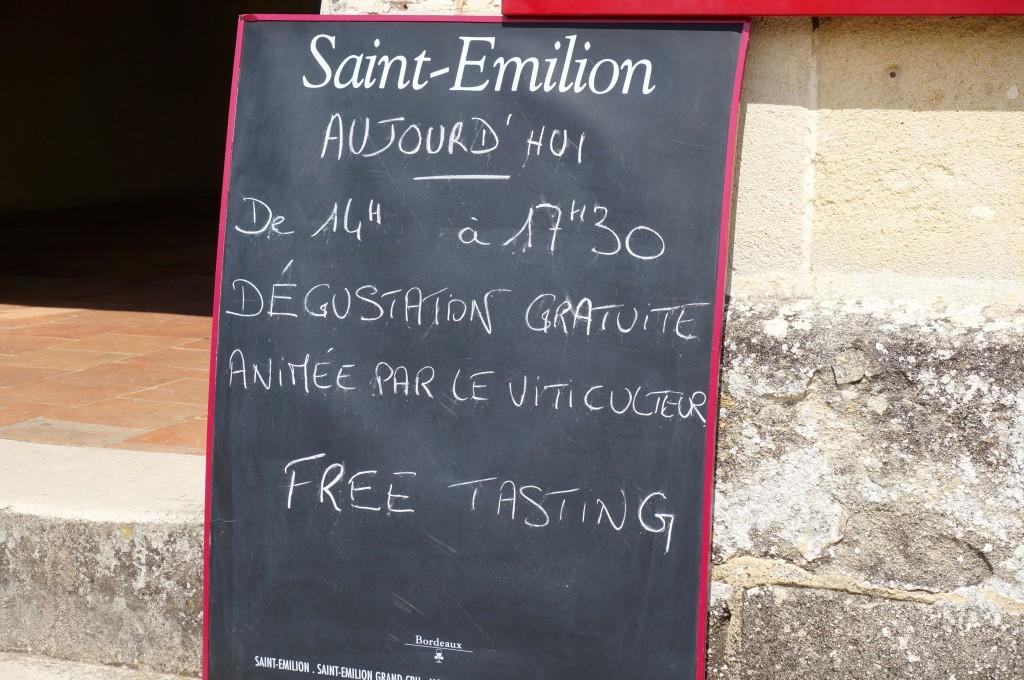chalkboard sign at Maison du Vin in St Emilion Franche offering free wine tastings