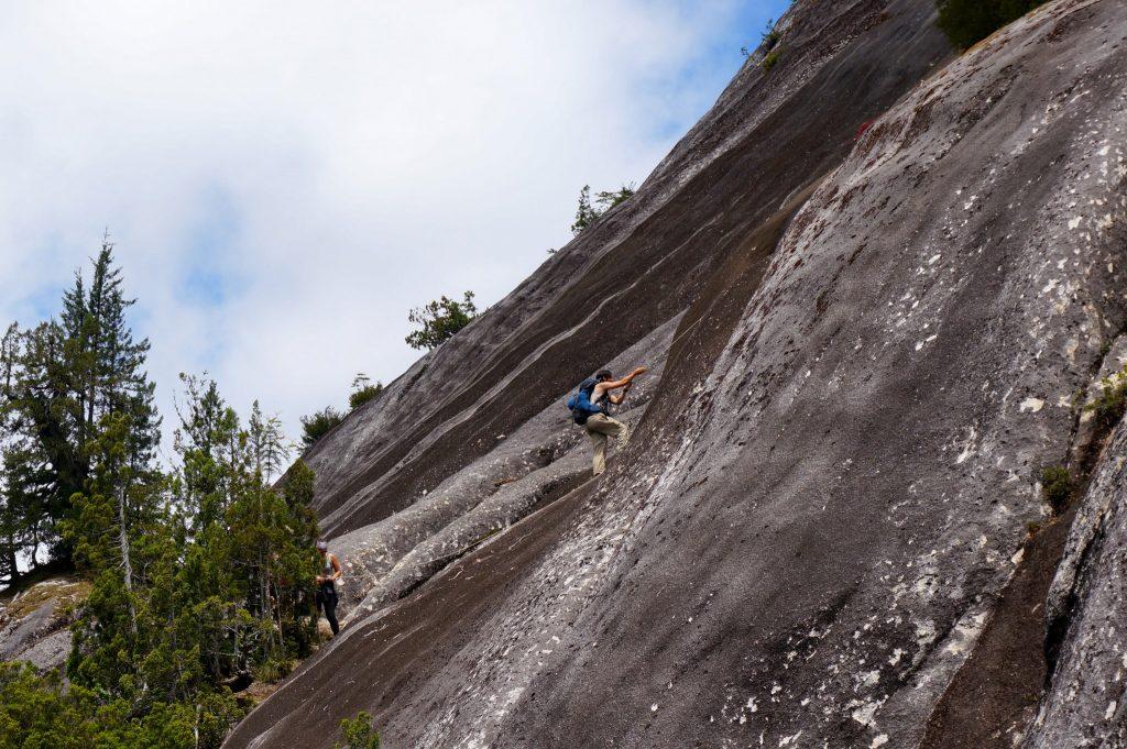 Climbing rock face along Arco Iris trail