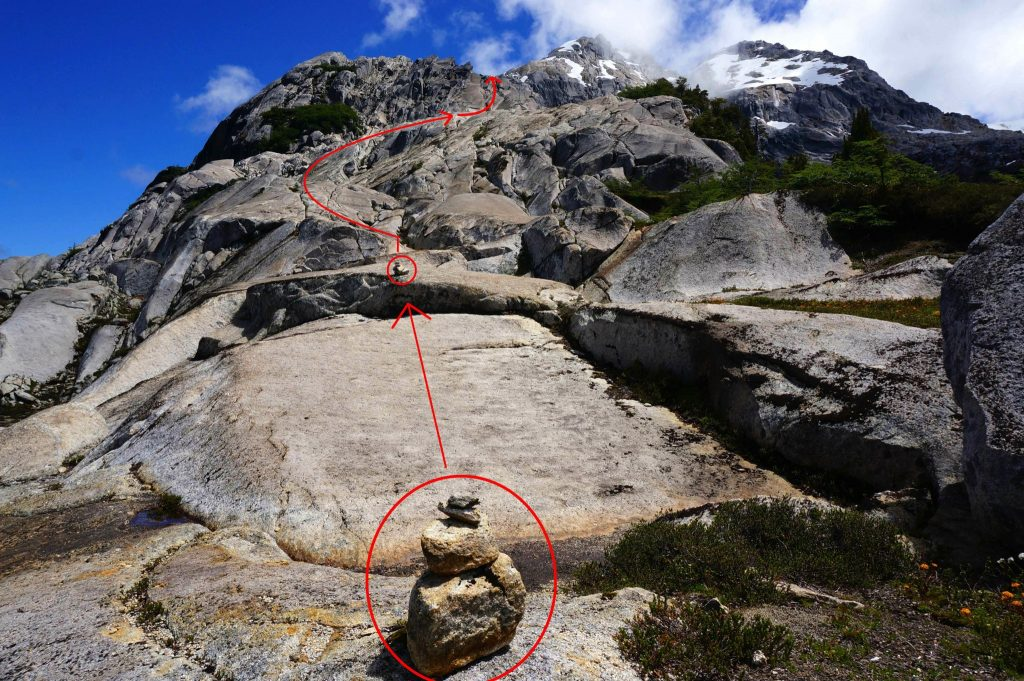 Rock stack marking the Arco Iris trail