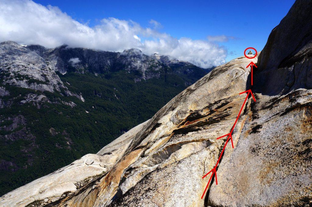 Dangerous section of Arco Iris hike along cliff