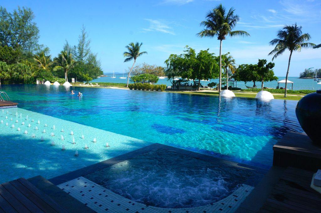 jacuzzi at Danna Langkawi Infinity pool