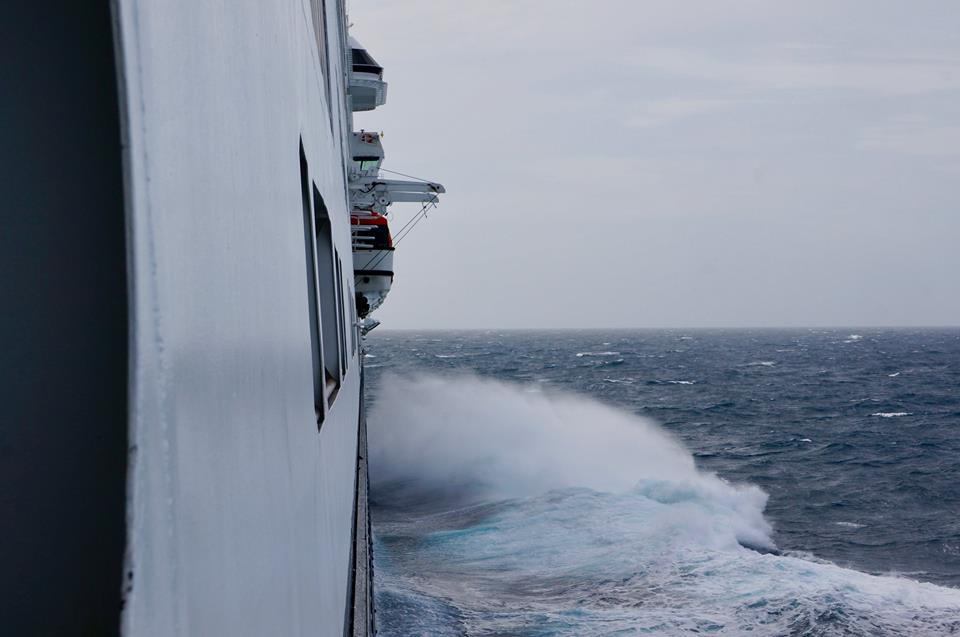 Holland America Volendam cruise crossing Pacific in ocean swells and waves