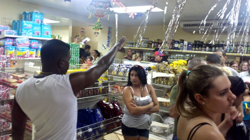 A long queue in a convenience store in Cuba