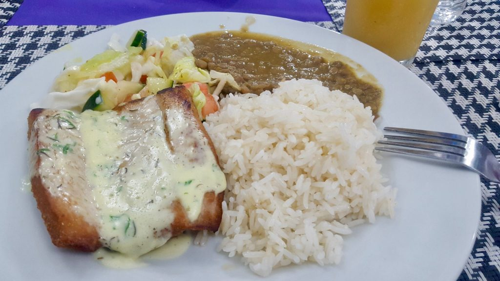 Galapagos set lunch: almuerzo of fish, rice, beans, salad, and juice