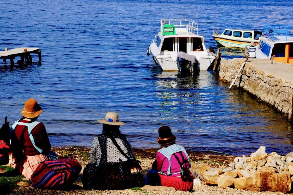 Bolivian women relaxing on Isla del Sol