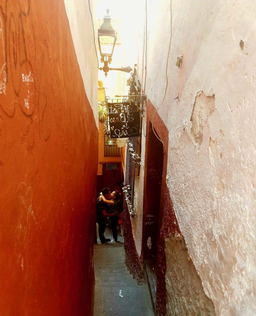 Callejón del Beso (Alley of Kiss) alleyway in Guanajuato