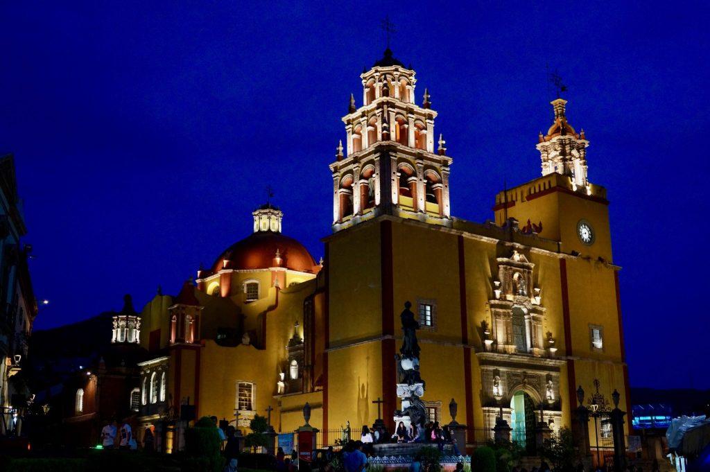 Basílica de Nuestra Señora de Guanajuato at night