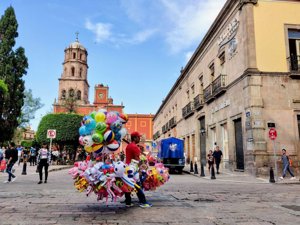 Man selling balloons in plaza in Queretaro