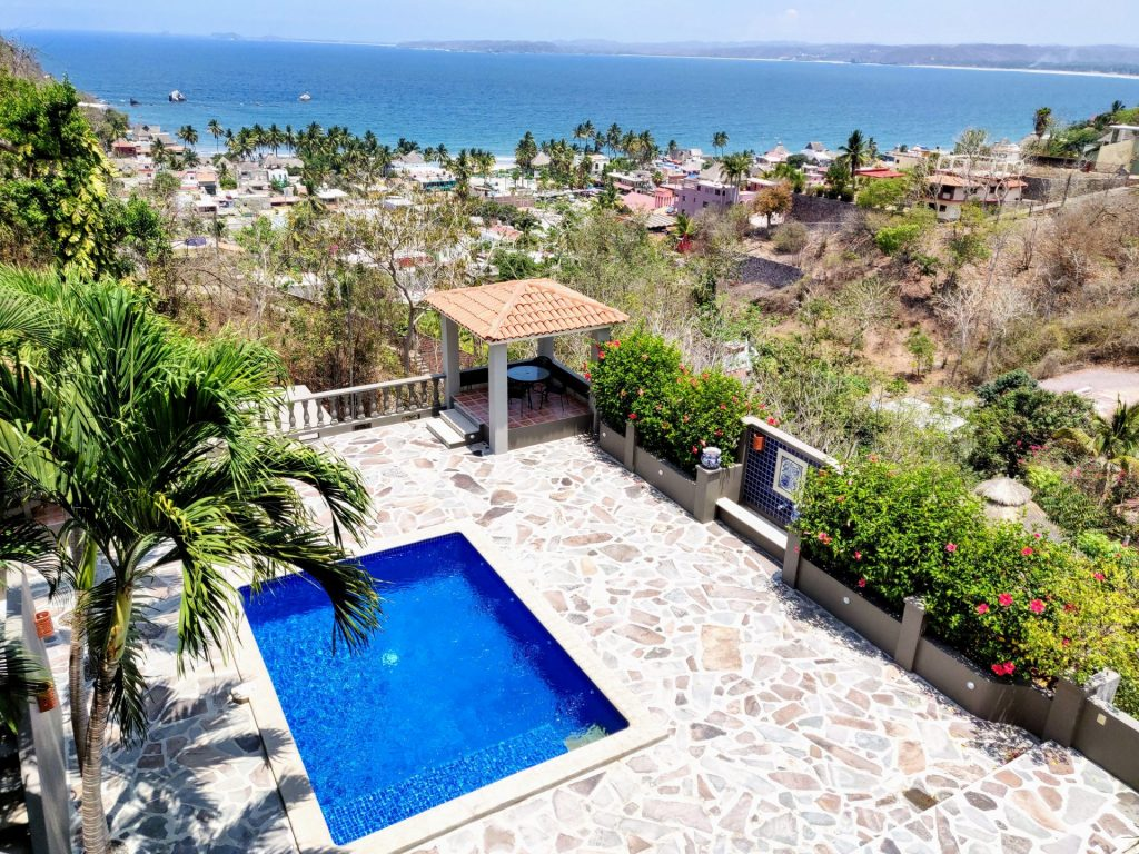 pool and ocean view of housesit in La Manzanilla